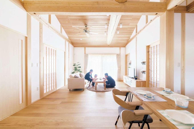 深見工務店 S-style【収納力、自然素材、平屋】無垢と漆喰、真壁造りの美しいLDK。光と風を取り込み、開放的で夏でも快適に暮らせる