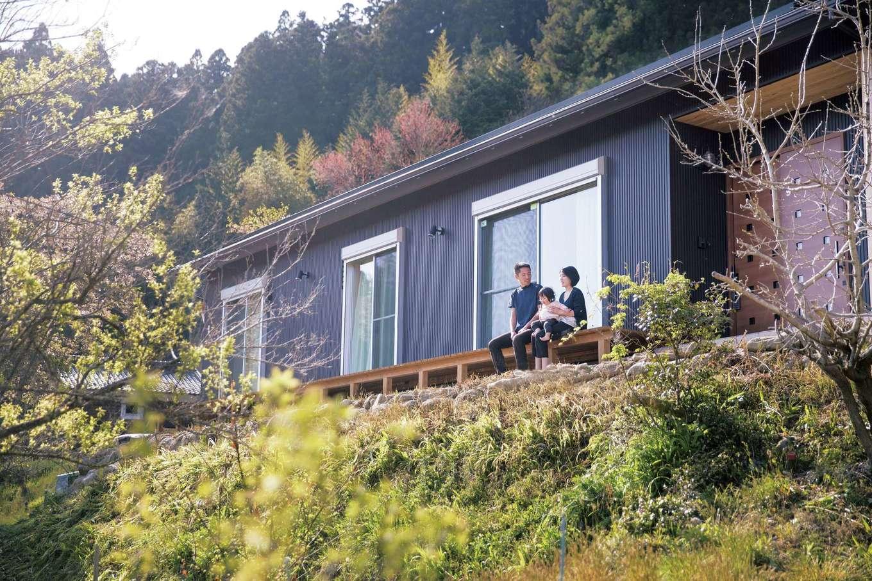 深見工務店 S-style【収納力、自然素材、平屋】高台に建つから、ウッドデッキからの見晴らしが抜群にいい
