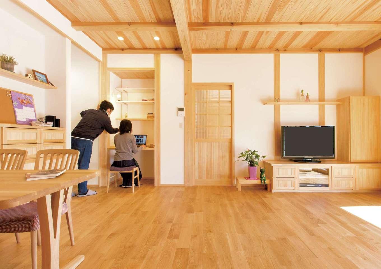 女性建築士の心配りが行き届いた、無垢と漆喰の美しい家