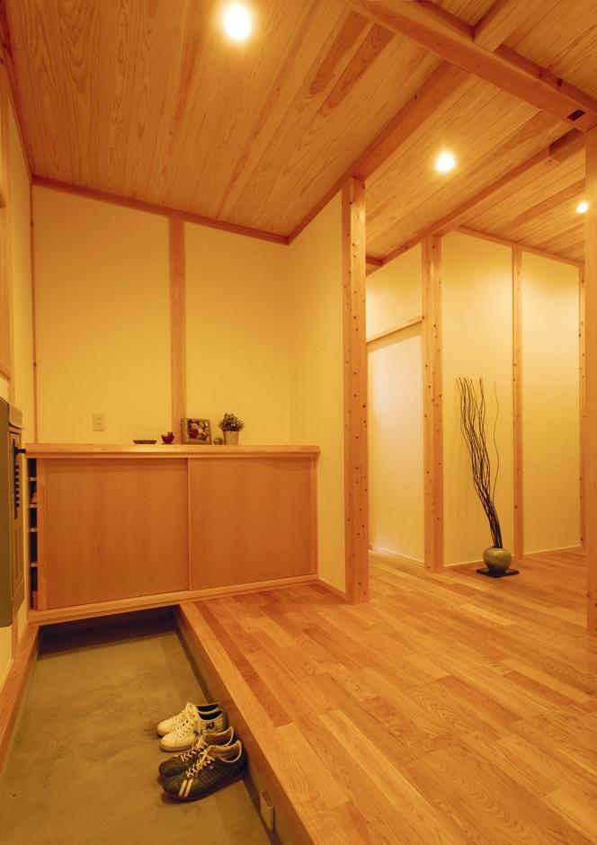深見工務店 S-style【収納力、自然素材、平屋】木の香りが漂う土間玄関は広めにつくった