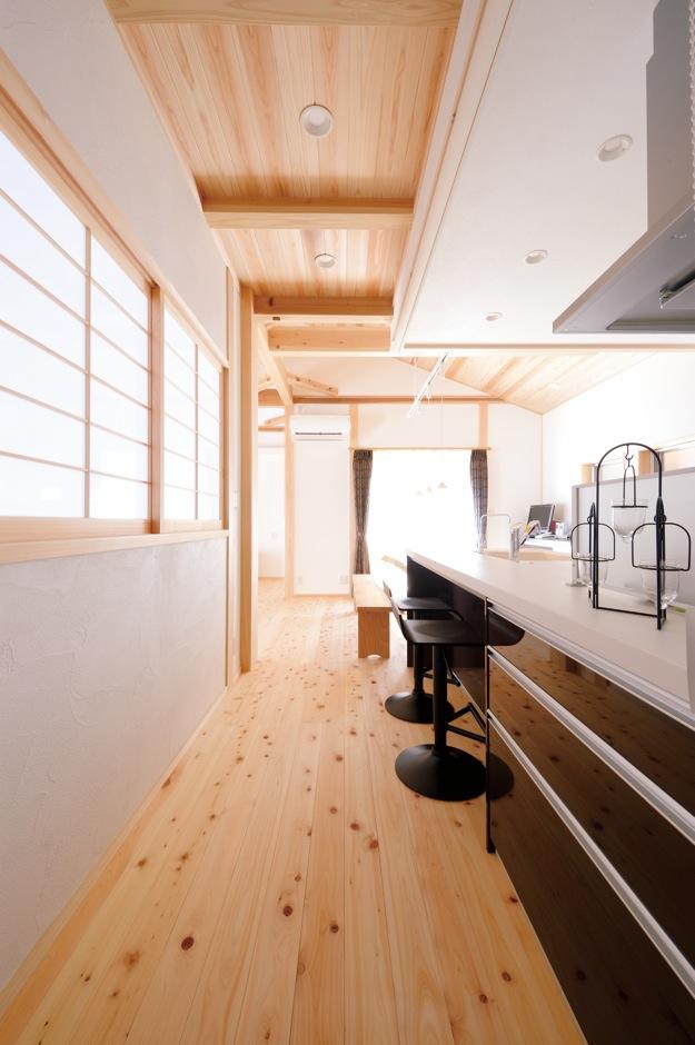 深見工務店 S-style【和風、自然素材、間取り】ご主人のこだわりが多く詰まった家だが、 キッチン周りは奥さまと娘さんの理想を実現