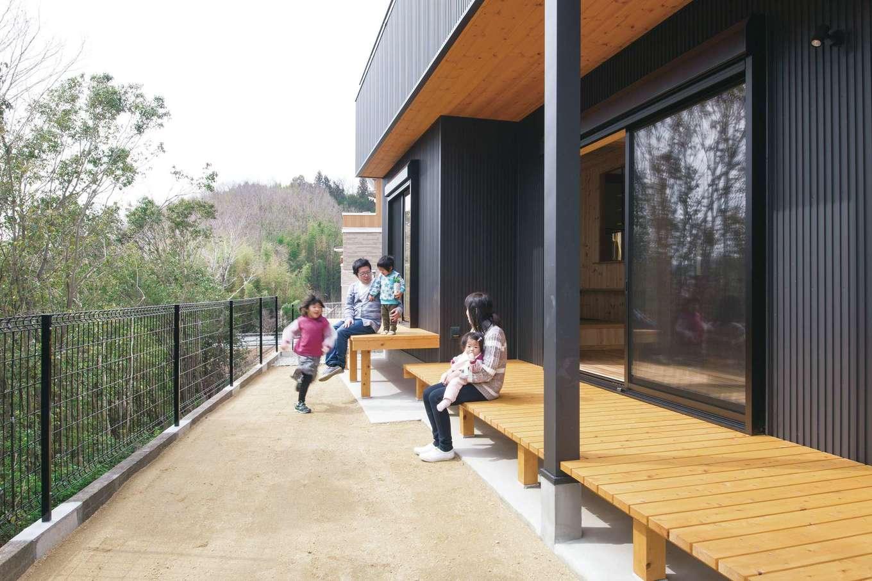 深見工務店 S-style【子育て、収納力、自然素材】視線を気にせず、BBQや子どもプールを楽しめる広い庭とウッドデッキ