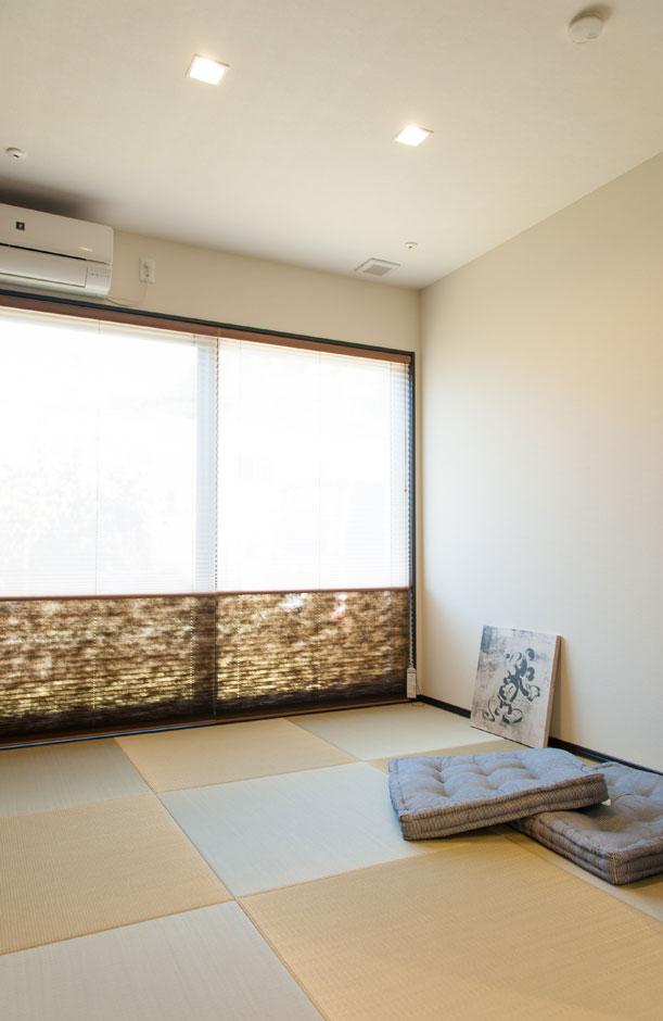 シバタ建設【子育て、ペット、インテリア】畳は縁無し畳を使用。窓には、和風のプリーツスクリーン