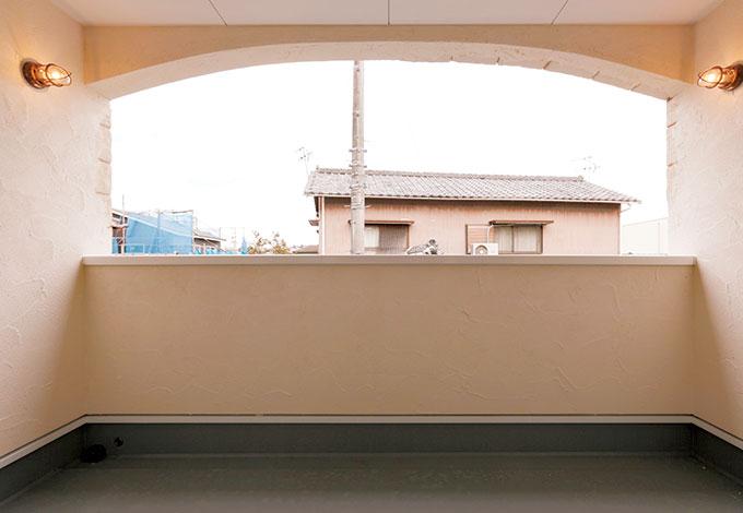 シバタ建設【デザイン住宅、収納力、趣味】突然の雨も気にならないビルトインベランダ。開放感たっぷりで、いろいろな用途に使える