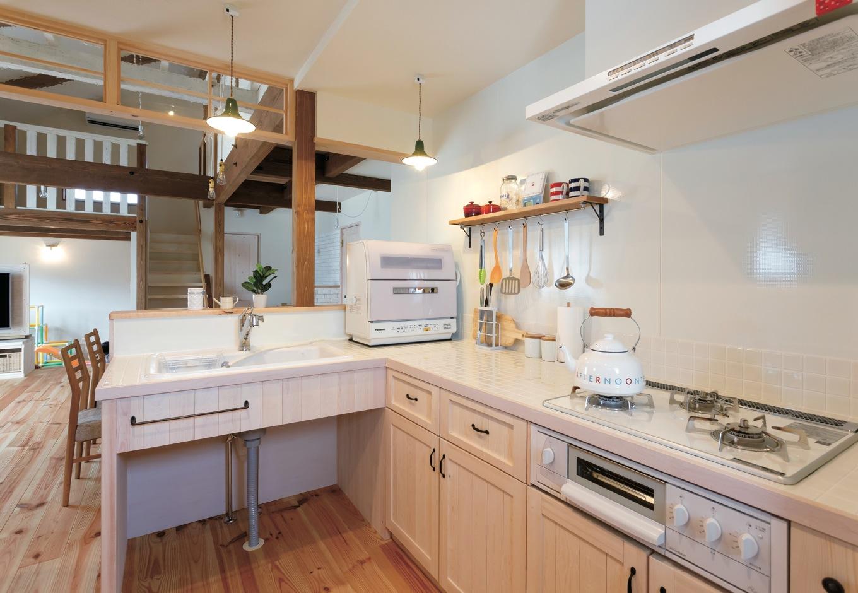 FAN CRAFT【収納力、自然素材、間取り】使いやすいL字型のキッチンも『FAN CRAFT』のオリジナル造作。収納も充実