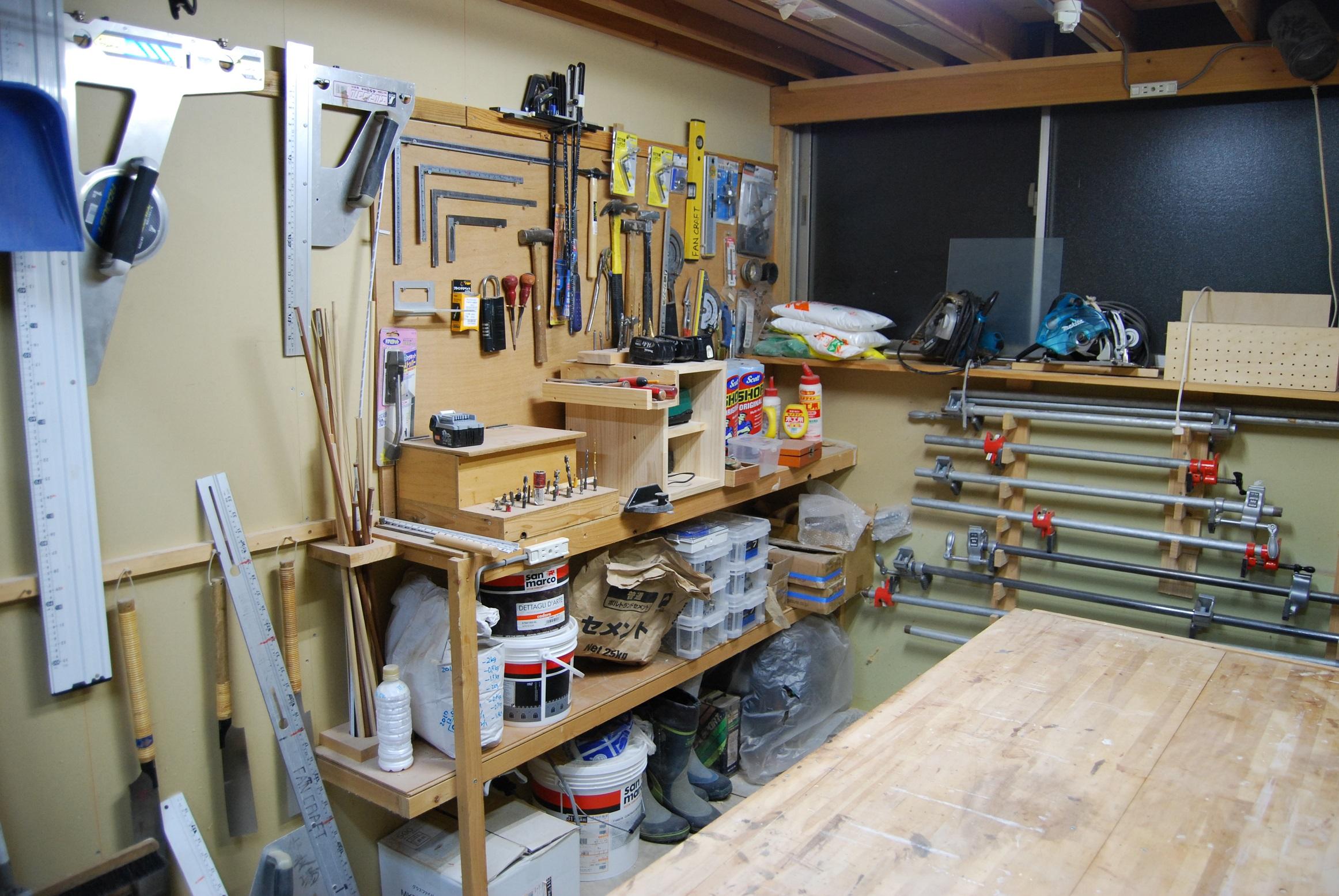 本物の大工さんの道具を使って作業ができる