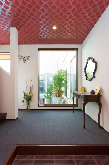 ロイヤルハワイアンホテルのロビーをイメージした玄関ホール