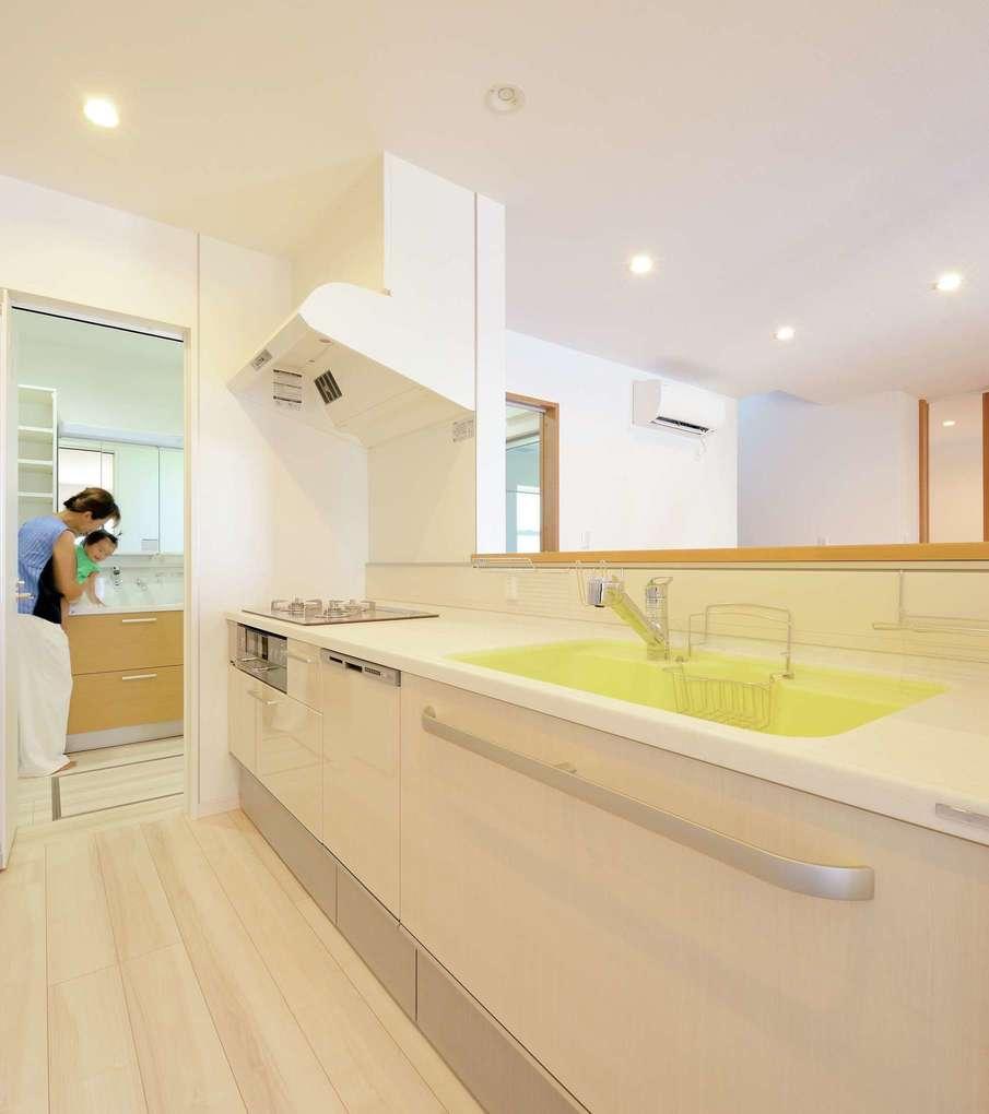 Yamaguchi Design 【デザイン住宅、自然素材、省エネ】キッチンと洗面脱衣室が直結する便利な間取り