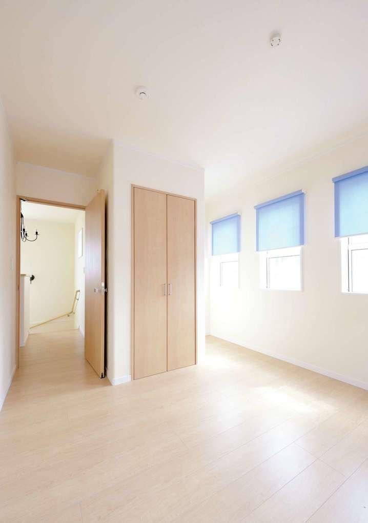 アイフルホーム 掛川店【デザイン住宅、子育て、輸入住宅】男の子部屋はブルー、女の子部屋はピンクのブラインドをチョイス