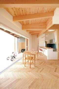 大開口サッシのあるカフェスタイルの超省エネ住宅