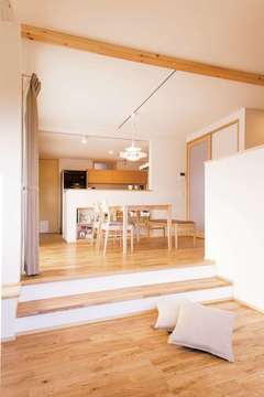 リズムのある空間が心地いい スキップフロアのZEH住宅