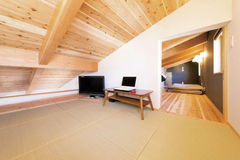 ぴたはうす 安食建設【自然素材、省エネ、スキップフロア】畳敷の小屋裏収納。就寝前にのんびり過ごすためのリラクゼーションルーム