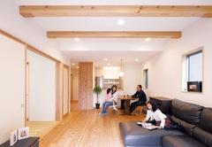 ハミングしたくなるほど心地いい天然木と自然素材の家