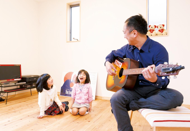 建築工房ハミング【子育て、自然素材、間取り】趣味の部屋も子どもたちのいる時は家族団欒の遊び場