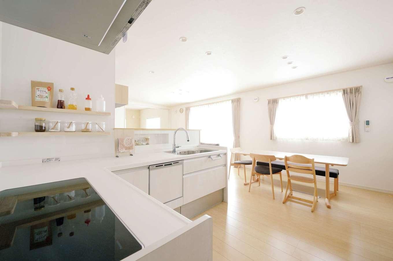 蔵一産業【子育て、省エネ、間取り】家事効率を高めるL字型のキッチン