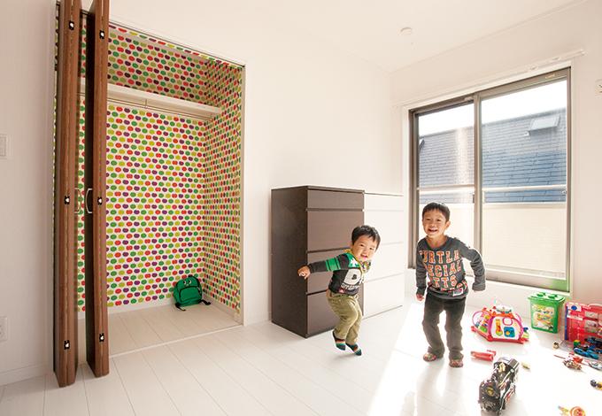 蔵一産業【1000万円台、子育て、収納力】2階居室も陽当たり抜群。子ども部屋は、今のところおもちゃ専用ルームとして活用
