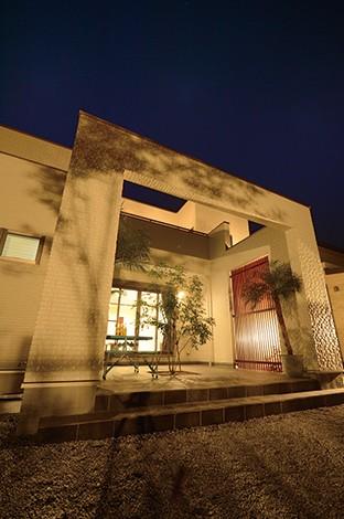 セイケンハウス【デザイン住宅、高級住宅、間取り】自慢の中庭で、これから家族のどんなストーリーを紡いでいくのか楽しみ