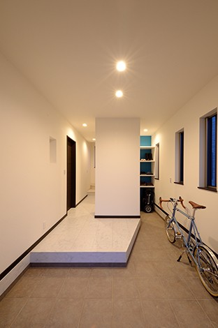 セイケンハウス【デザイン住宅、高級住宅、間取り】広々とした玄関ホールはおしゃれでありながら収納力も抜群