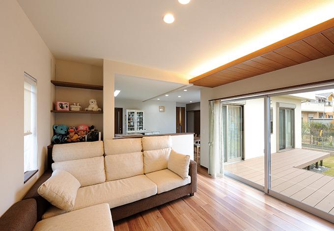 セイケンハウス【デザイン住宅、収納力、間取り】小上がりのリビングはダイニング、キッチンと緩やかにセパレートすることで空間にメリハリを