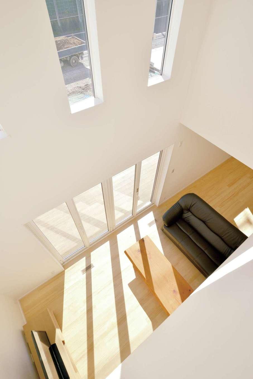 コバケンホーム(小林建設)【子育て、自然素材、間取り】漆喰塗の内装・天井と無垢材の床が呼吸して、室内の空気をクリーンに保ってくれる