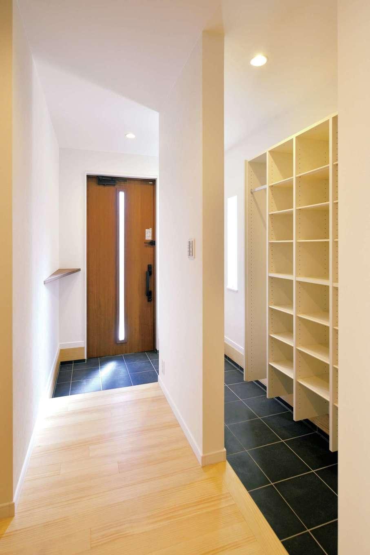 コバケンホーム(小林建設)【子育て、自然素材、間取り】玄関は、モデルハウスで人気のシューズクロークを設けた