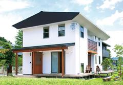 自然素材と開放的な空間が子どもをすこやかに育む家