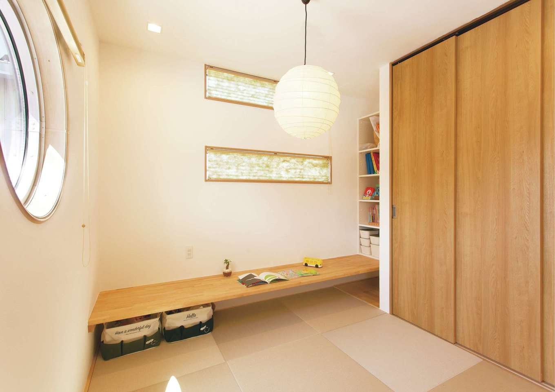 続き間の和室にはカウンターを設け、子どものスタディコーナーとしても利用