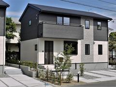 【幸四丁目・分譲A】各所に充実した収納スペースを配した3LDK+2S