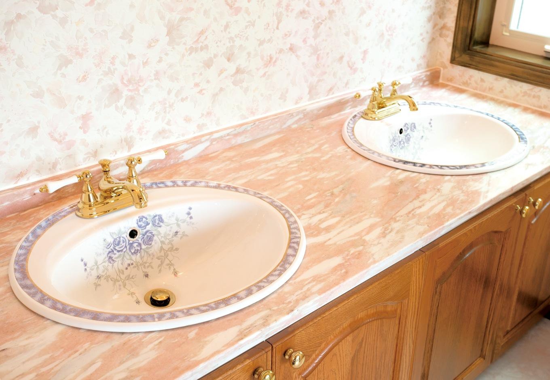 セルコホーム浜松(オバタケイ)【デザイン住宅、輸入住宅、インテリア】洗面は、大理石の天板にボウルをダブルで設えた