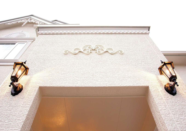 セルコホーム浜松(オバタケイ)【デザイン住宅、輸入住宅、インテリア】洋館の象徴であるファサードの装飾。妻飾り、軒下飾りデンティルモールで華やかに