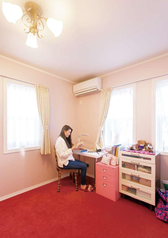 セルコホーム浜松(オバタケイ)【デザイン住宅、輸入住宅、インテリア】子ども部屋は明るい色で壁とカーペットの色をコーディネート