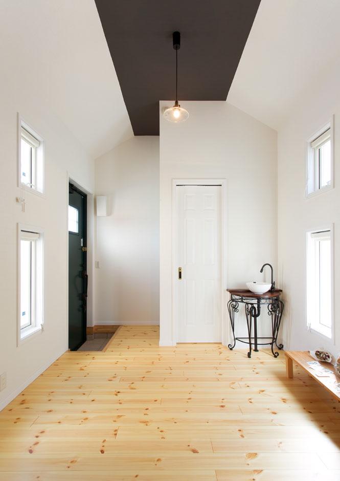 セルコホーム浜松(オバタケイ)【子育て、輸入住宅、趣味】敷地内に建つ4坪の小屋の内部。母屋と同じ断熱を使い、居心地がいい。趣味の作業場やホームオフィスにも
