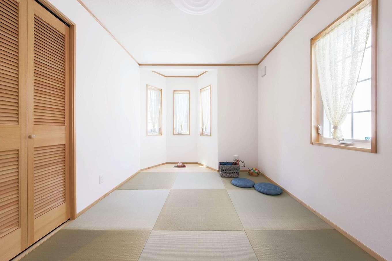 セルコホーム浜松(オバタケイ)【輸入住宅、間取り、インテリア】1階の個室に置き畳を敷いて客間や寛ぎ空間として利用。畳を取り外せばもちろん洋間としても利用できる
