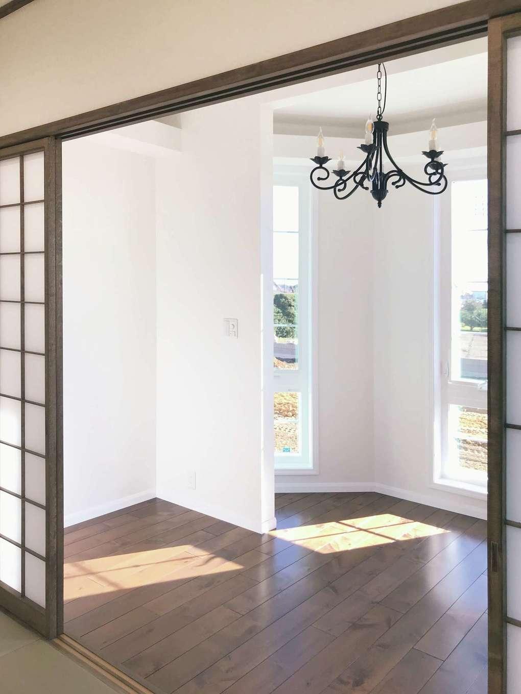 セルコホーム浜松(オバタケイ)【デザイン住宅、輸入住宅、平屋】塔屋室内はサンルーム。和室につながり、障子を開放すれば光があふれる