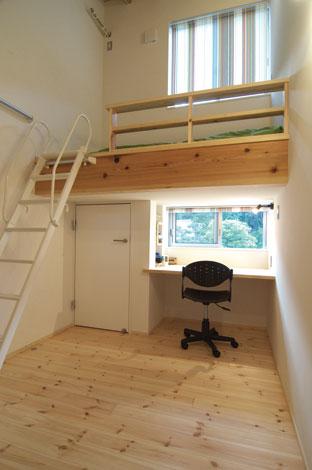 TENアーキテクツ 一級建築士事務所【二世帯住宅、ペット、建築家】必要な家具をすべて造作した子ども部屋は、コンパクトながら快適な空間