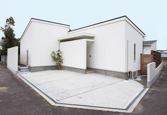 アイフルホーム焼津店 (三住建設)【デザイン住宅、建築家、平屋】道路側は窓を一切設けず、プライバシーを確保した外観