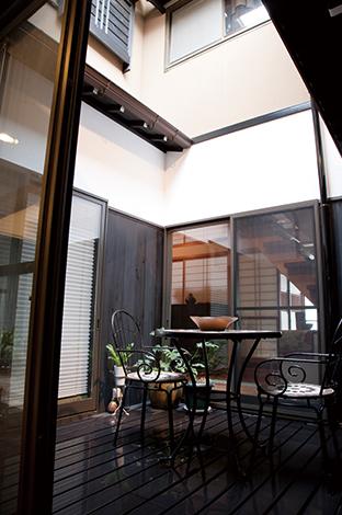 戸田工務店|中でも外でもない部屋と人をつなぐ特別な空間。ご主人はお風呂上りにここで涼むことも