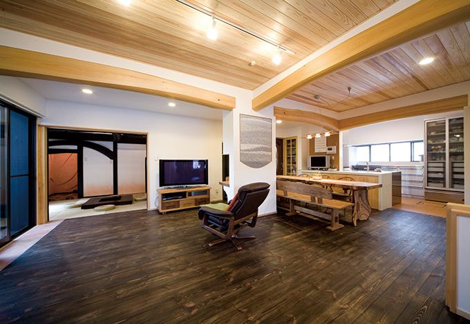 戸田工務店|細かく区切られた間取りから広がり空間へ。寒さ対策にTODA式オンドル床暖房を採用。床の蓄熱層に蓄えられた熱をじわじわと室内に放出し、家全体を暖める