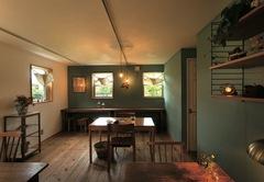 手づくりの質感がここちいい 緑の中のカフェ& 住まい