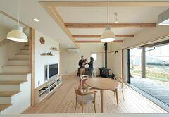 無垢材と広いウッドデッキで木のぬくもりを感じる家