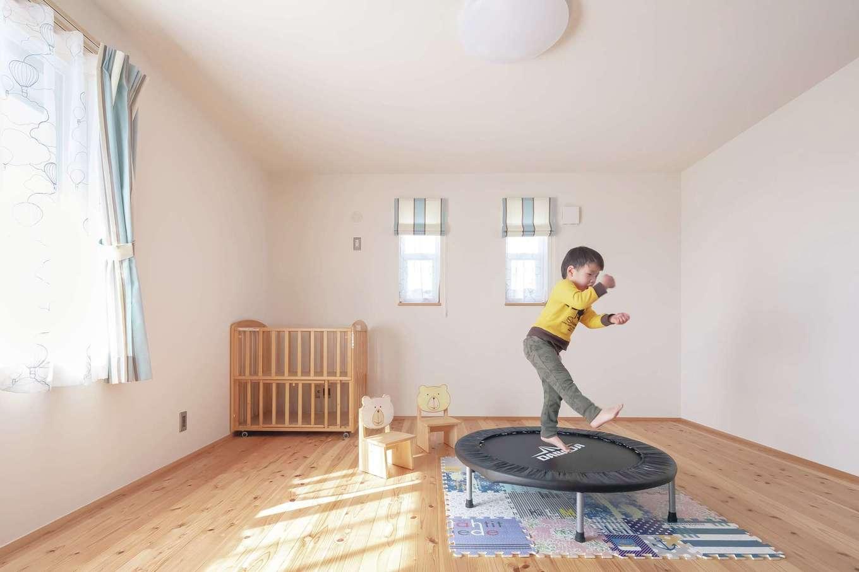 新栄住宅【デザイン住宅、子育て、間取り】最初は平屋も考えていたので、2階の子ども部屋は想定外だった。でも長男のKくんは、自分だけの城ができてこんなに嬉しそう♪