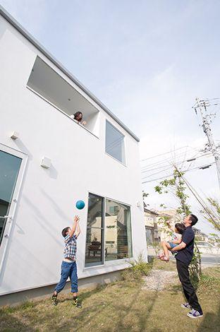 無印良品の家(インフィルプラス)【デザイン住宅、省エネ、間取り】インナーバルコニーも壁をくり抜いたような造りで壁に一切凸凹がない