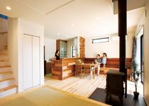 自然素材と高性能を兼ね備えたアメ車と暮らす天竜杉の家