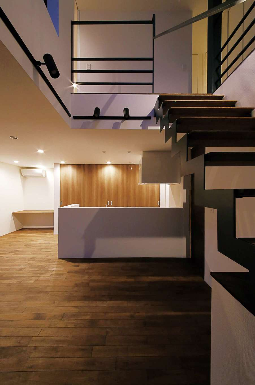 インフィルプラス【デザイン住宅、狭小住宅、間取り】キッチン収納の隣にはスタディコーナーを設け、空間を無駄なく利用