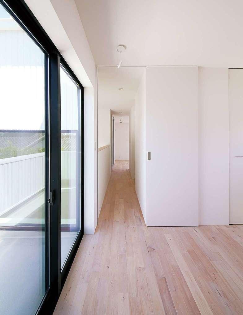 インフィルプラス【デザイン住宅、収納力、間取り】2階には主寝室と子ども室が2部屋ある。バルコニーに面した子ども室は5.2畳の広さ