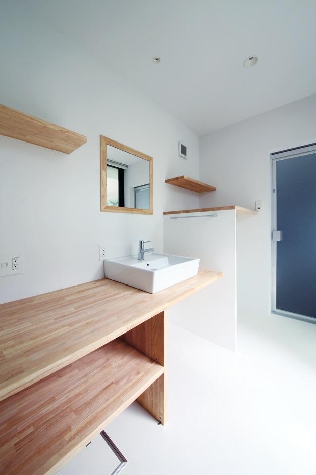 インフィルプラス【デザイン住宅、収納力、間取り】スクエアのボウルと棚のみで構成したシンプルで機能的な洗面コーナー