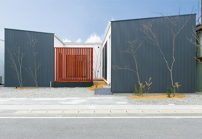 プライバシーと風光を確保 中庭のあるフラットハウス