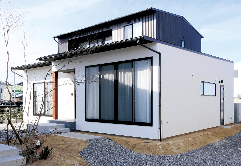 伝統スタイルを新解釈 重厚感ある大人の邸宅
