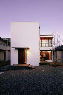 意匠を極めた空間で光と風が輪舞する家