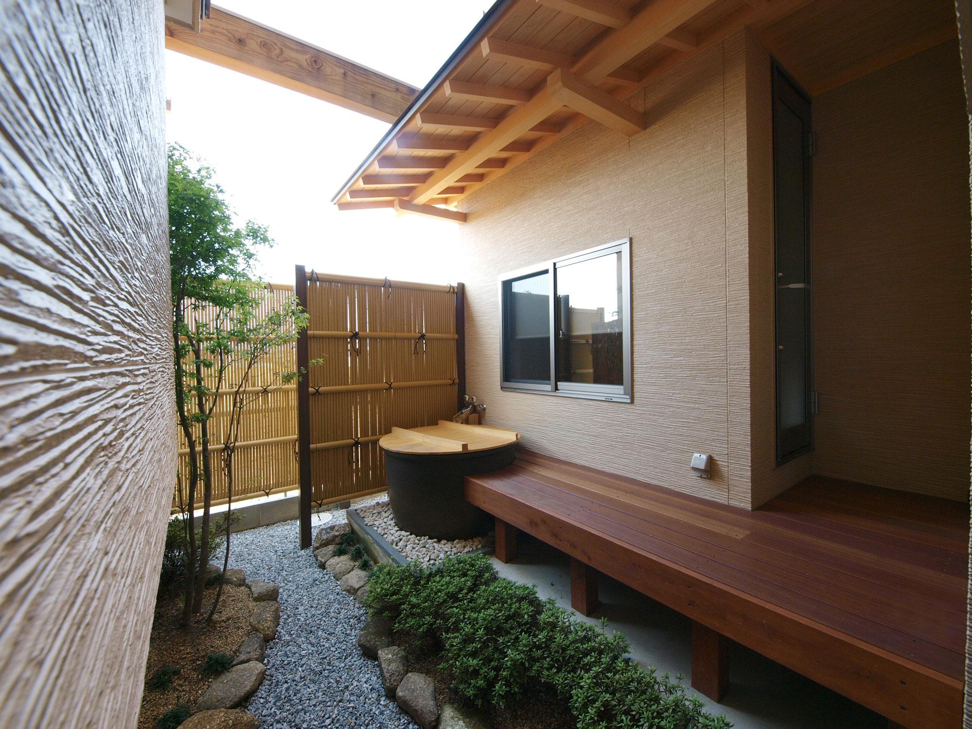 岩田建築【デザイン住宅、趣味、高級住宅】温泉旅行好きなご夫婦の夢である露天風呂を設置